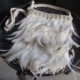 Feather shell bag with fringes, White