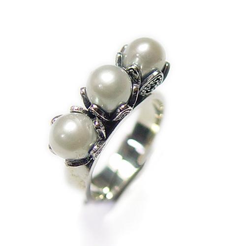 cfceb263b8f9 Tulip Ring 3 pärlor - Vit, Yvone Christa New York, FRAKTFRITT ...