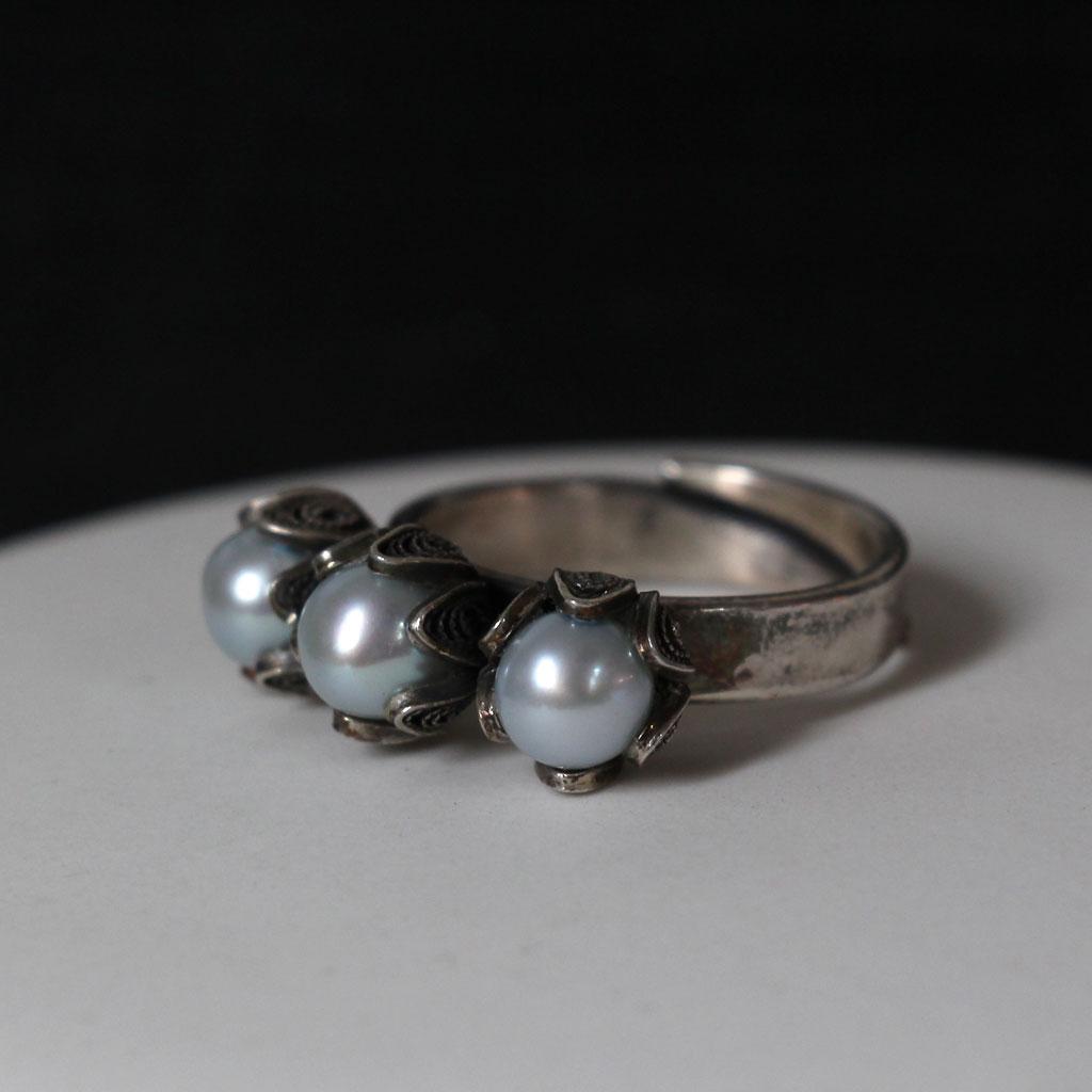 3da20ea57b9f Tulip Ring 3 pärlor - IceBlue, Yvone Christa New York, FRAKTFRITT ...
